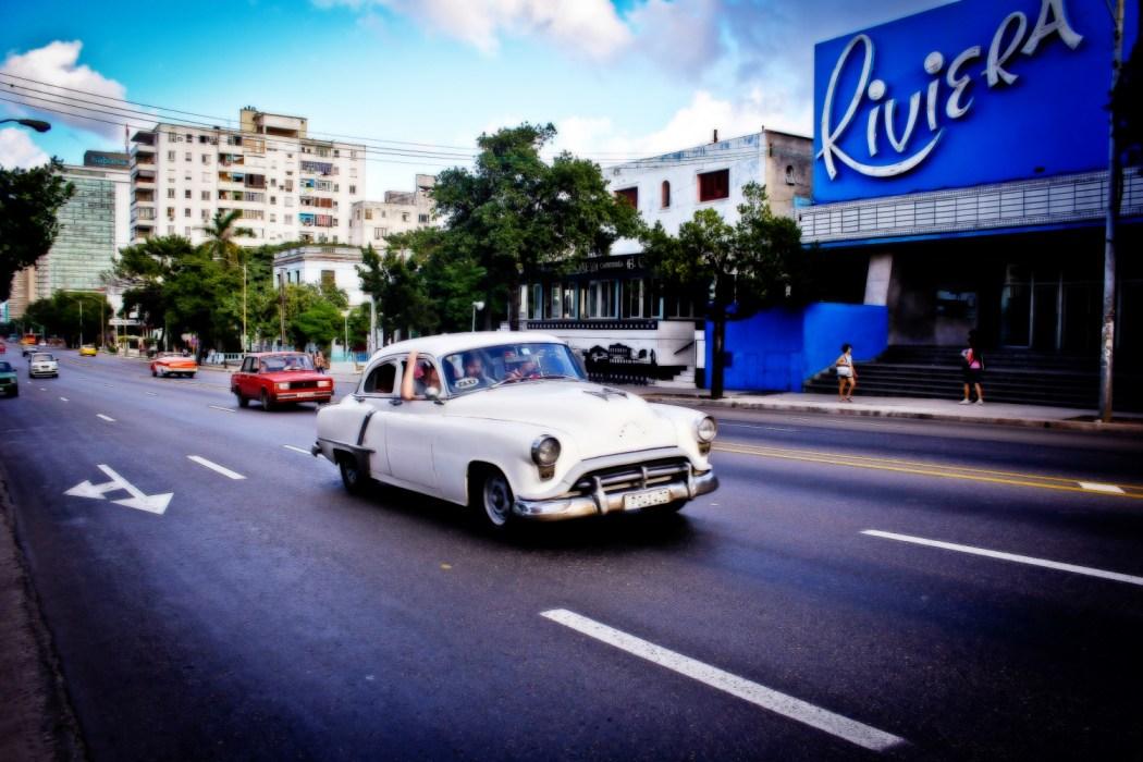El Cine Riviera quita su programación de cartelera durante el novenario de Fidel. El Vedado, La Habana, Cuba. Foto de Nicola Chávez Courtright.