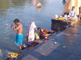 Ghat e os banhos rituais em Ramghat