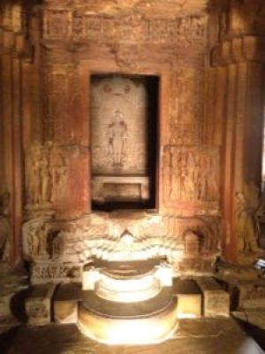 A luz nascente vindo beijar o Sacto Sanctorum (Khajuraho)