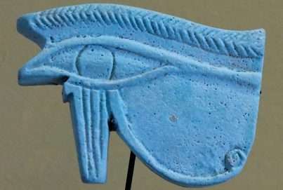 Olho de Horus, Museu do Louvre / wikimedia commons