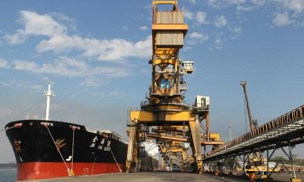 Los buques de carga comercial continúan llegando a los puertos mexicanos