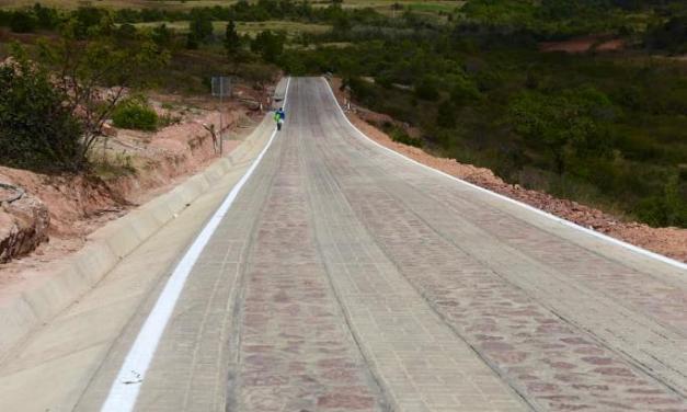 Inauguran caminos de concreto hidráulico en Oaxaca