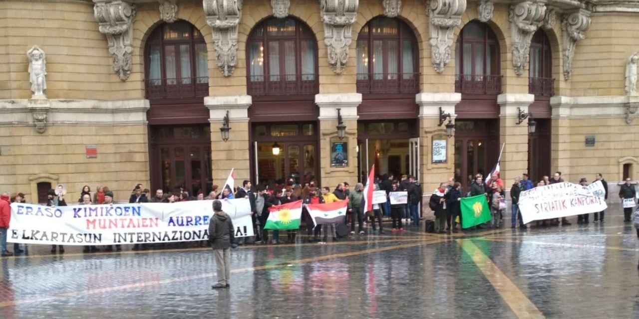 Concentración en Bilbao contra la agresión imperialista en Siria convocada por Siriaren Alde.