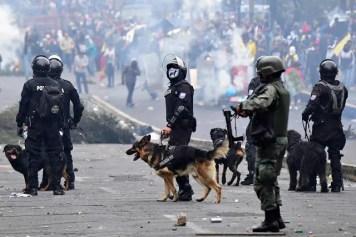 POLICIA-ECUATORIANA-REPRIME-AL-PUEBLO-VIOLENCIA-FMI