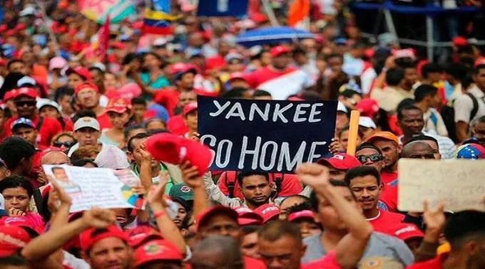 Emigrantes venezolanos y hondureños: Causas y azares