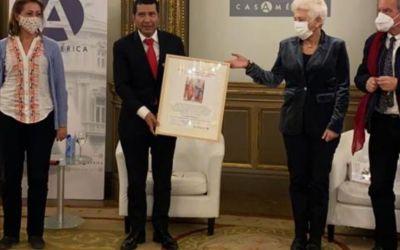 Carlos Midence recibió el premio internacional de Pensamiento y Ensayo Aristóteles, 2020