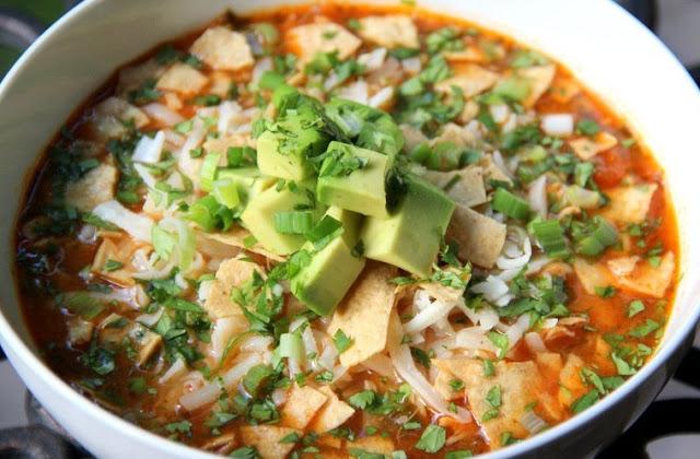 Sopa de pollo mexicana