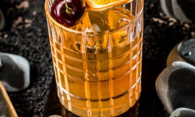 Bar lança nova carta de drinques com viagem aos primórdios da coquetelaria