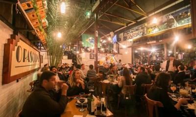 Bar na Vila Madalena comemora 3 anos com roda de samba