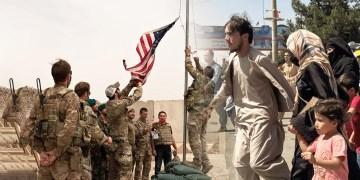Profesionales afganos parten al exilio
