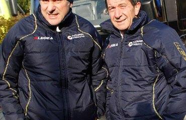 El DT del Coldeportes Valerio Tebaldi junto a Claudio Corti