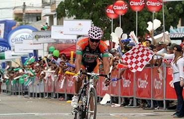 Casas terminó 5º tras un nervioso final de etapa