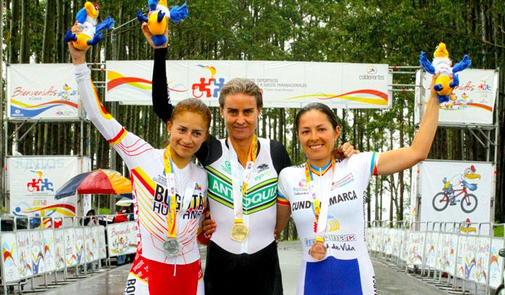 Podio en la CRI Femenina: María Luisa Calle (Oro), Laura Lozano (Plata), Luz Adriana Tovar (Cundinamarca)