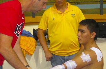 Fabián Puerta siendo tratado de sus heridas en Minsk