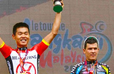 El líder Wang con el colombiano Arredondo