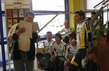 Raúl Mesa en charla técnica con sus dirigidos