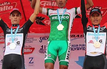 Oscar Sánchez y Edwin Parra en el podio de Guatemala