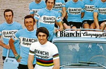 Cochise con su equipo italiano del Bianchi Campagnolo