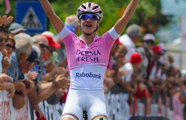 Marianne Vos sigue vestida de rosa en el Giro
