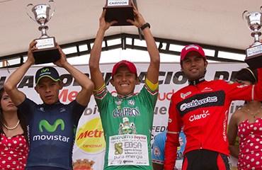Jair Pérez, Freddy Montaña y Camilo Gómez en un podio totalmente local