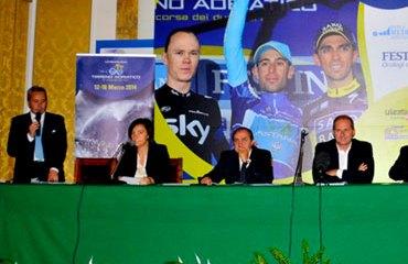 La presentación contó con varias personalidades del ciclismo italiano