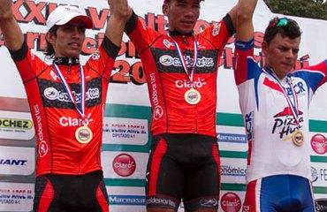 Julián Atehortúa y Cristian Montoya en el podio