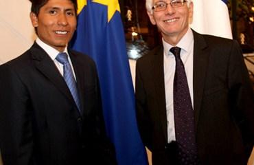 Quintana junto al embajador francés Jean Marc Laforet