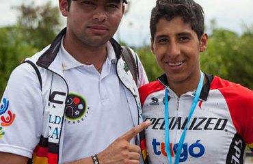 Brandon Rivera y su entrenador John Sergio Avellaneda