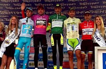Leonardo Duque (vestido de rojo) estuvo en el podio final
