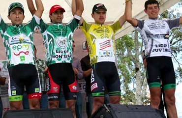 César Villegas y un nuevo podio vestido de amarillo líder