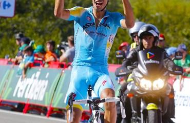 Aru fue el gran vencedor del día tras lanzar un fuerte ataque en el último kilómetro