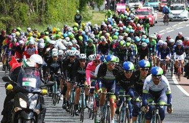 El calendario 2015 del Tour Mundial de la UCI empieza en enero con el Tour Down Under (en Australia), y concluye en octubre con el Giro de Lombardía (en Italia)