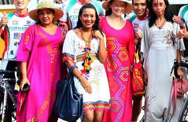 Colorida y vistosa estuvo la ceremonia de presentación de los equipos de la prueba radial, en Riohacha.