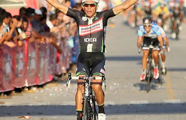 Primer líder de la carrera tras correrse la CRI y la etapa en línea. (FOTO: JAVI CUQUE /FedeCiclismo Guatemala).