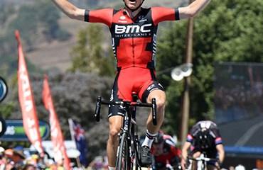 Dennis ganó en Paracombe y es el nuevo líder de la carrera de apertura del World Tour