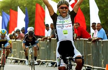 Jaime Castañeda ganó la segunda etapa y es el nuevo líder de la ronda caribeña (@CiclismoRD)