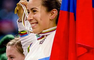 La sensacional bicicrosista paisa se colgó su segunda medalla de oro consecutiva de la temporada (Foto: Tim Buitenhuis)