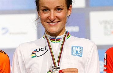 Elizabeth Armistead se quedó este domingo con la camiseta arcoíris de campeona mundial de Ruta