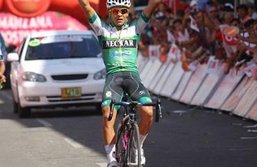 Duarte le ganó sobre la línea una dramática etapa a Steven Calderón