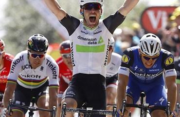 Cavendish se quedó con la etapa y la primera camiseta de líder en Utah Beach