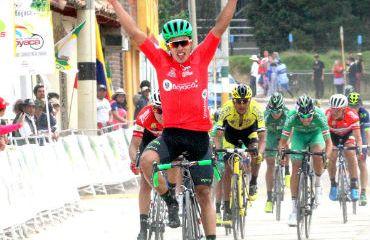 Diego Ochoa ganador de la tercera etapa en la Vuelta a Boyacá