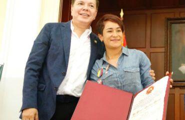 Sanabria fue distinguida por el Gobernador de Santander, Didier Tavera