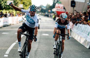 Gianni Moscon ganó el duelo a Romain Bardet en el Giro de la Toscana (Foto Sky)