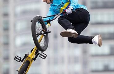 Sebastián Vaca y Estefanía Echeverry abrieron la participación de Colombia en el BMX Freestyle a nivel olímpico
