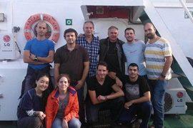 científicos de la umh se embarcan en un buque de investigación para recoger muestras de los microorganismos y virus más representativos