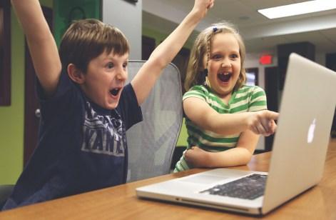 concurso 'ellos te enseñan', los menores en el papel de orientadores de sus padres.