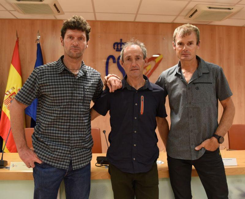 homenaje a tres alpinistas al salvar otro montañero