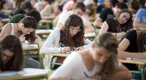 Ministro reune con estudiantes