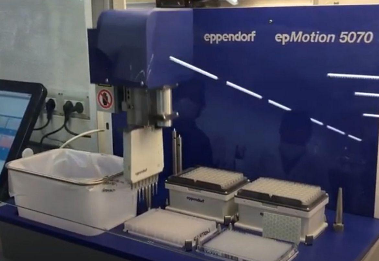 ucm-robot de manejo de líquidos