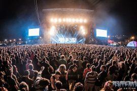 miles de asistentes se han congregado este jueves 7 de julio en el campo de celeiro para dar paso al primer gran día del resurrection festival.
